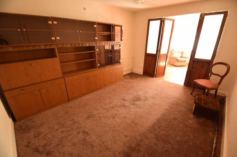 3 bedroom Semi-Detached  to buy in Beechwood Road, Luton - Photo 3