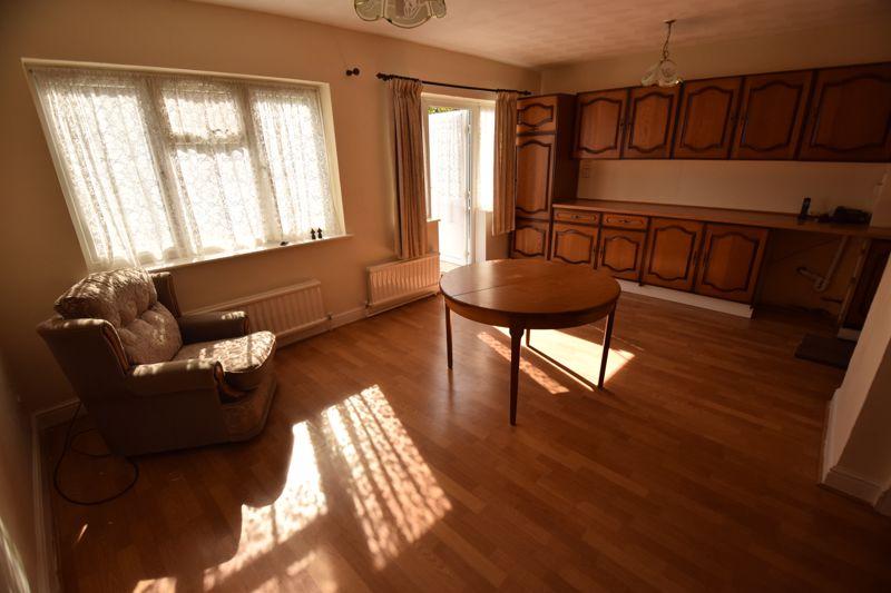 3 bedroom Semi-Detached  to buy in Beechwood Road, Luton - Photo 5