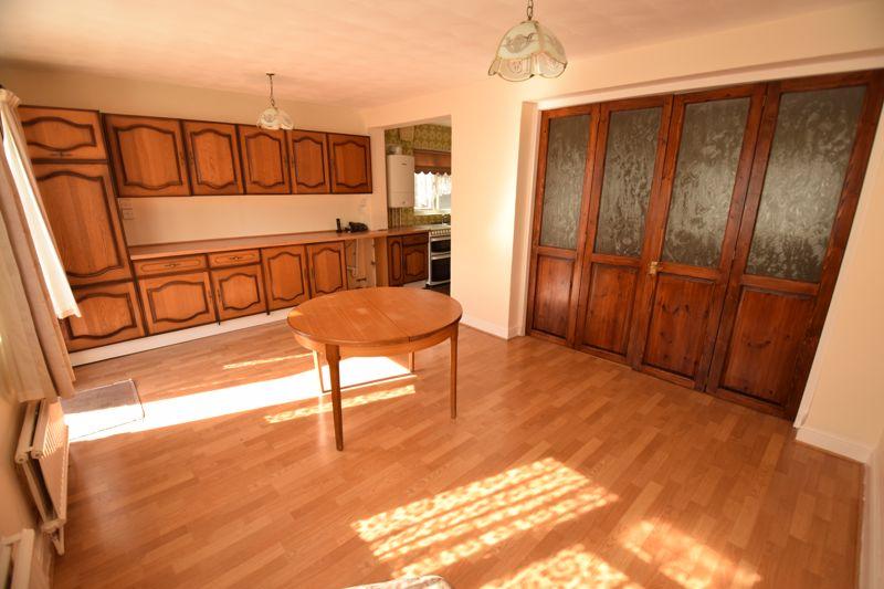 3 bedroom Semi-Detached  to buy in Beechwood Road, Luton - Photo 6