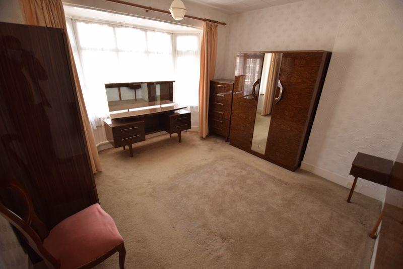 3 bedroom Semi-Detached  to buy in Beechwood Road, Luton - Photo 9
