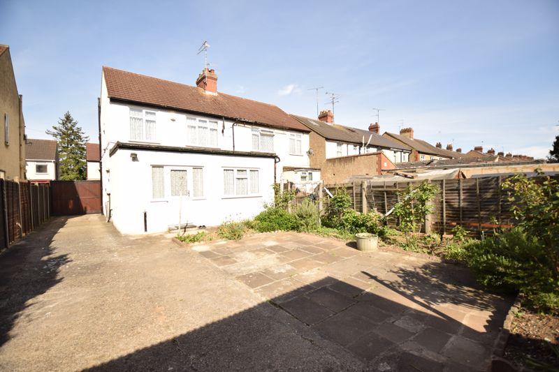 3 bedroom Semi-Detached  to buy in Beechwood Road, Luton - Photo 16