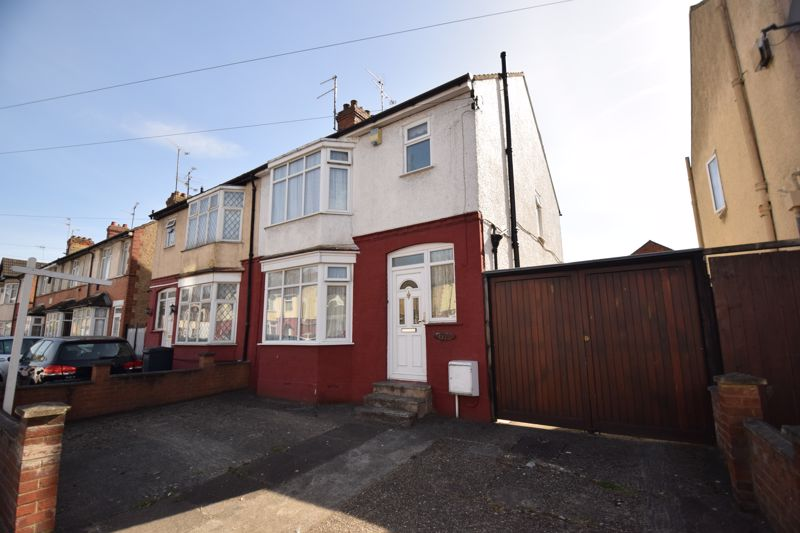 3 bedroom Semi-Detached  to buy in Beechwood Road, Luton