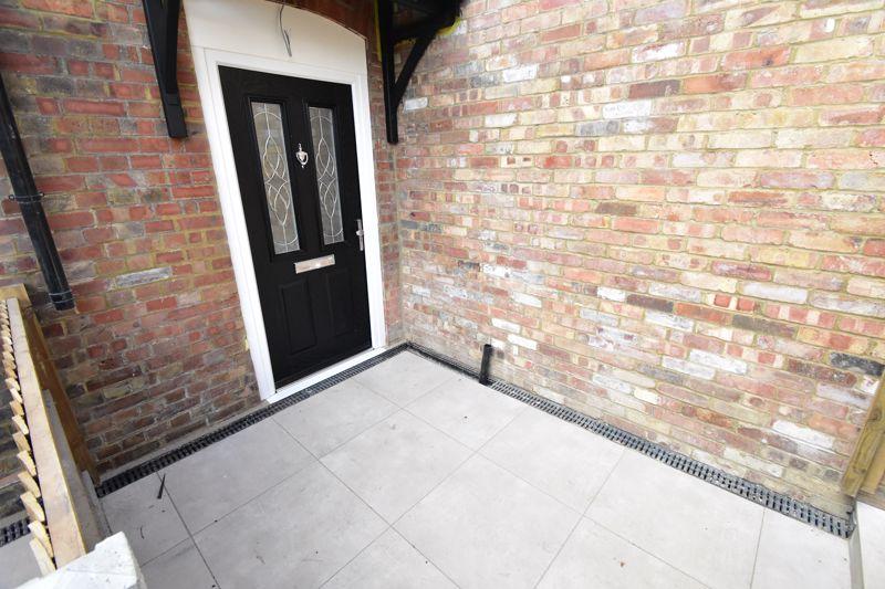 2 bedroom Maisonette to buy in Kingham Way, Luton - Photo 4