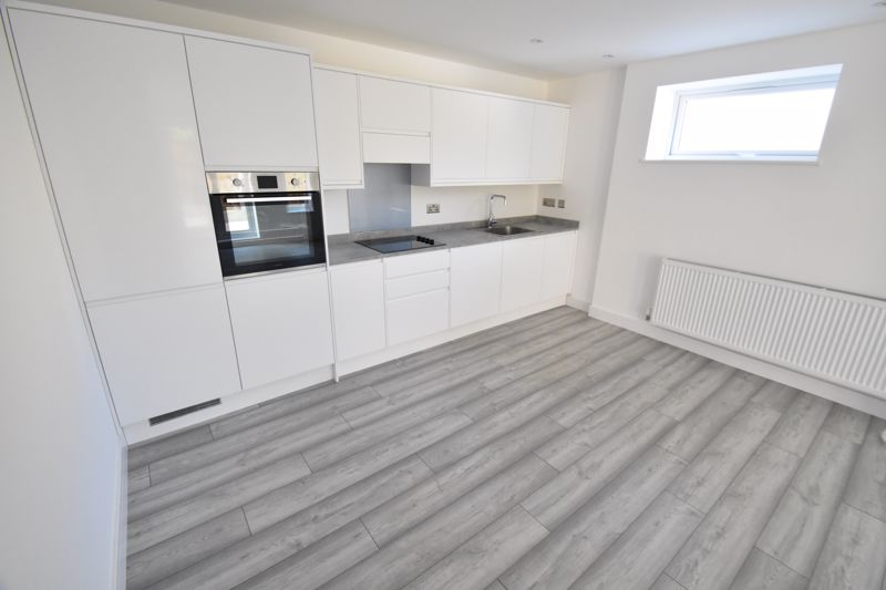 2 bedroom Maisonette to buy in Kingham Way, Luton - Photo 7