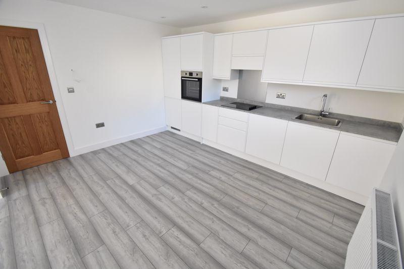 2 bedroom Maisonette to buy in Kingham Way, Luton - Photo 8