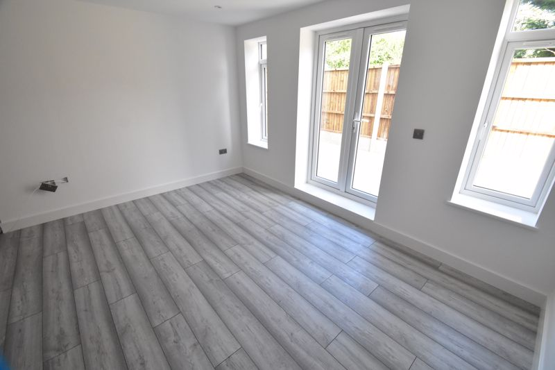2 bedroom Maisonette to buy in Kingham Way, Luton - Photo 10