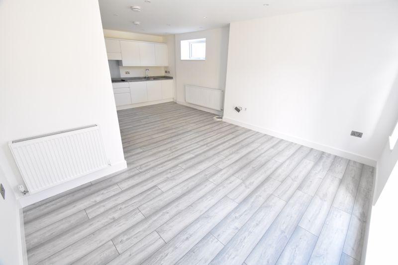 2 bedroom Maisonette to buy in Kingham Way, Luton - Photo 11