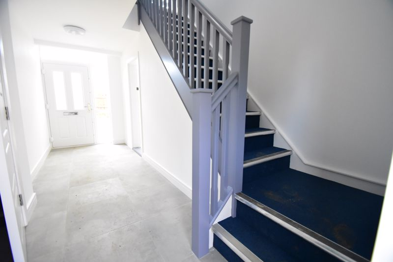 2 bedroom Maisonette to buy in Kingham Way, Luton - Photo 16