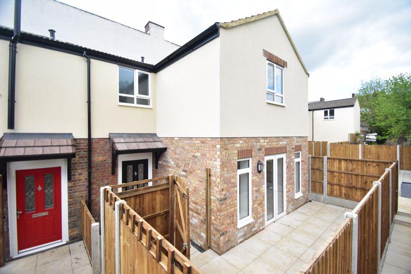 2 bedroom Maisonette to buy in Kingham Way, Luton
