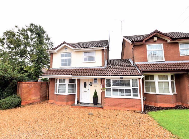 3 bedroom Detached  to buy in Sworder Close, Luton