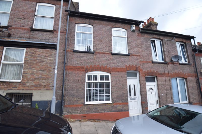3 bedroom Mid Terrace to buy in Tennyson Road, Luton - Photo 1