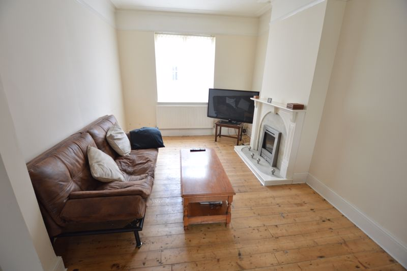 3 bedroom Mid Terrace to buy in Tennyson Road, Luton - Photo 2