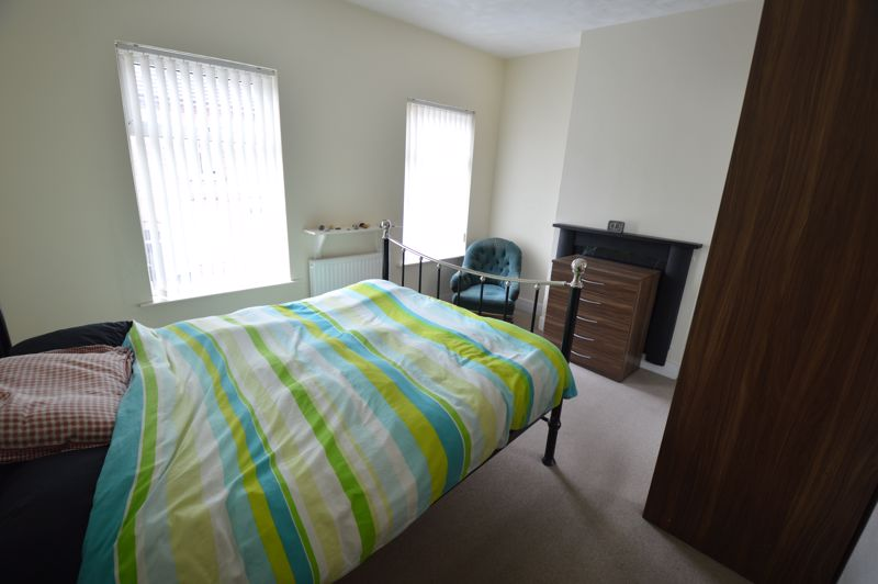 3 bedroom Mid Terrace to buy in Tennyson Road, Luton - Photo 6