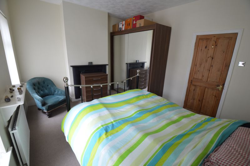 3 bedroom Mid Terrace to buy in Tennyson Road, Luton - Photo 7