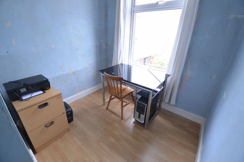 3 bedroom Mid Terrace to buy in Tennyson Road, Luton - Photo 9