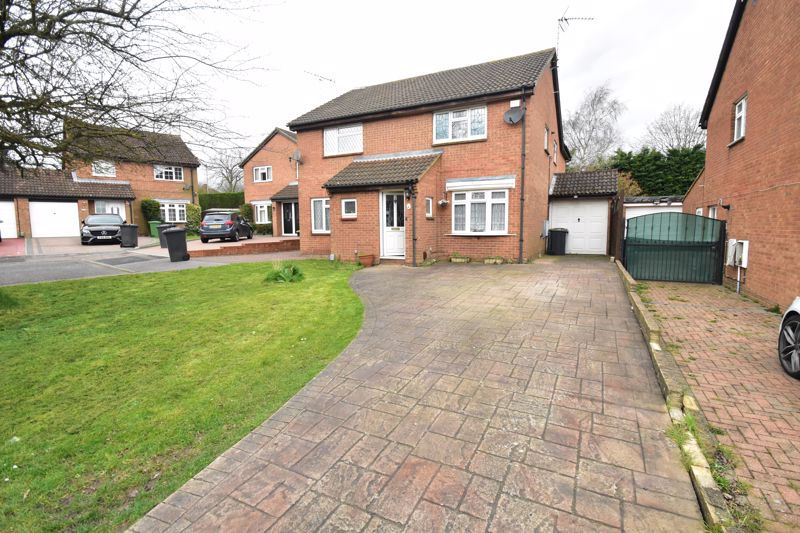 3 bedroom Semi-Detached  to buy in Leygreen Close, Luton