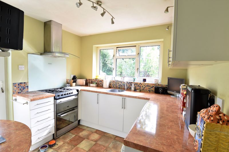 2 bedroom Semi-Detached  to buy in Wadhurst Avenue, Luton - Photo 9