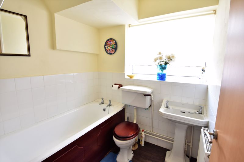 2 bedroom Semi-Detached  to buy in Wadhurst Avenue, Luton - Photo 10