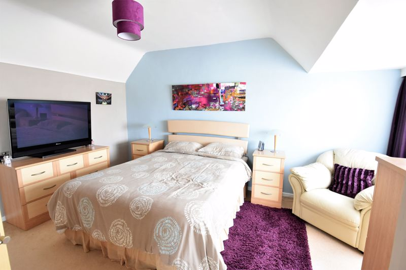 2 bedroom Semi-Detached  to buy in Wadhurst Avenue, Luton - Photo 12