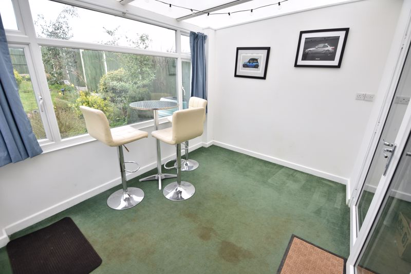 2 bedroom Bungalow to buy in Gayland Avenue, Luton - Photo 11