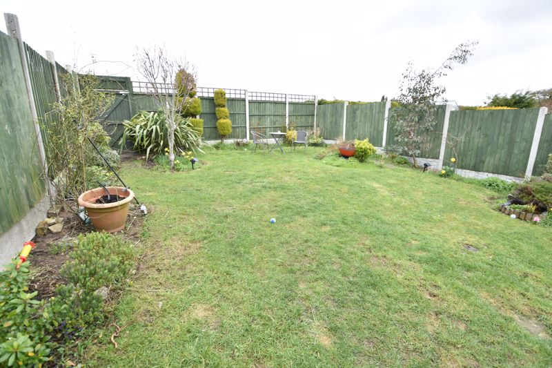 2 bedroom Bungalow to buy in Gayland Avenue, Luton - Photo 16