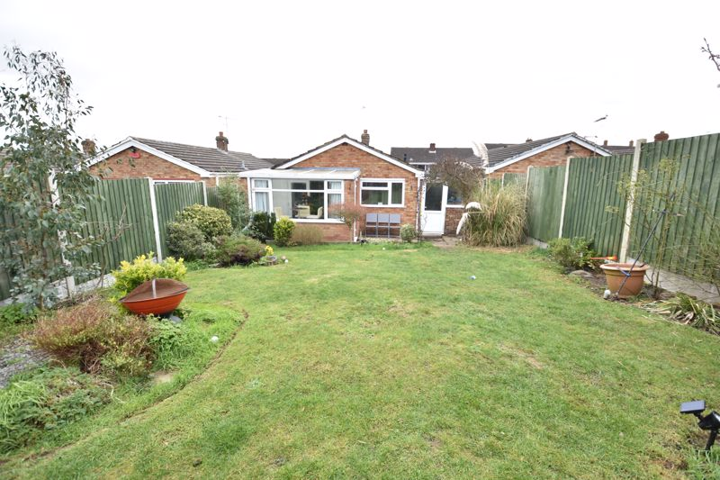 2 bedroom Bungalow to buy in Gayland Avenue, Luton - Photo 17