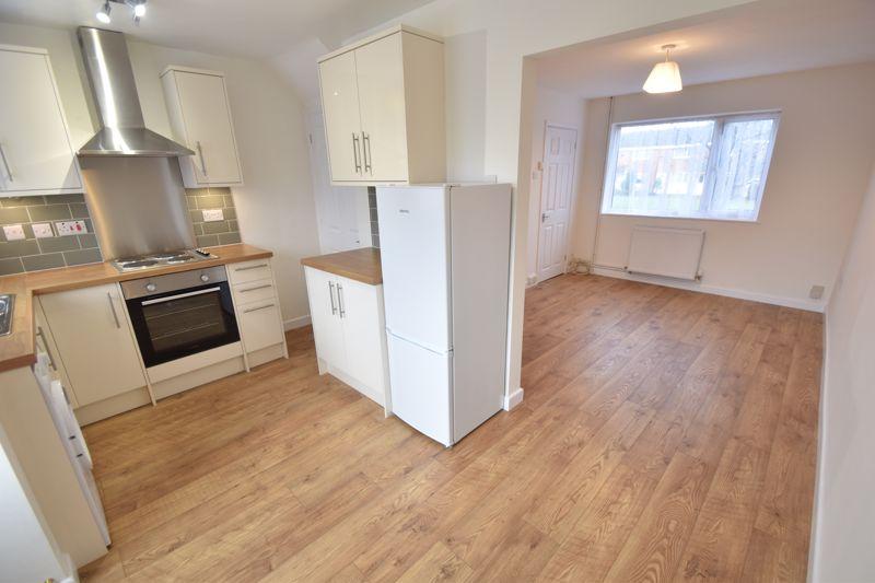 2 bedroom Mid Terrace to rent in Fareham Way, Dunstable - Photo 21