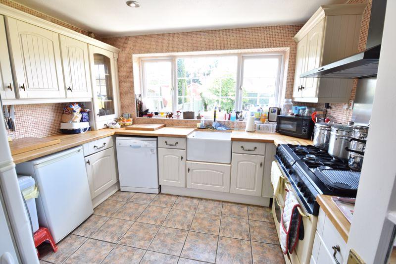 3 bedroom  to buy in Bracklesham Gardens, Luton - Photo 1