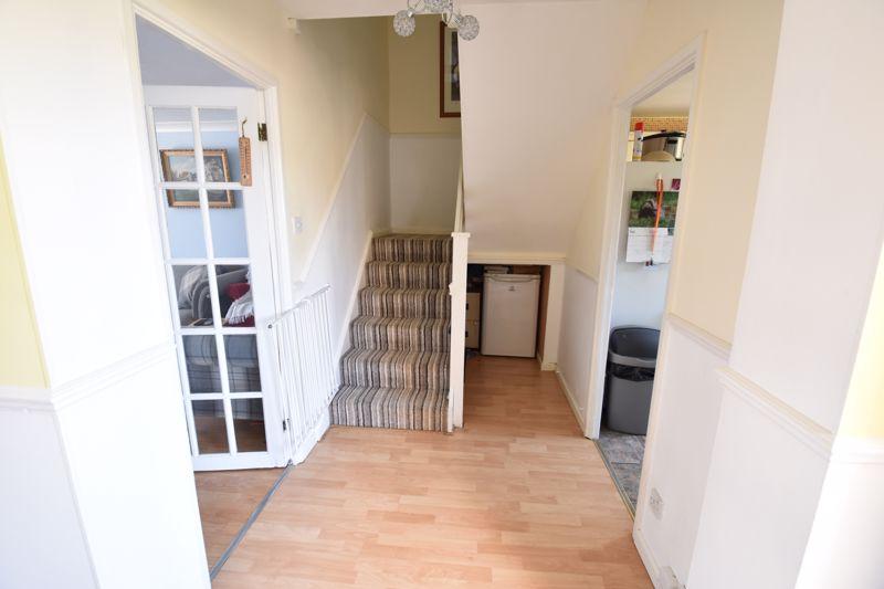 3 bedroom  to buy in Bracklesham Gardens, Luton - Photo 2