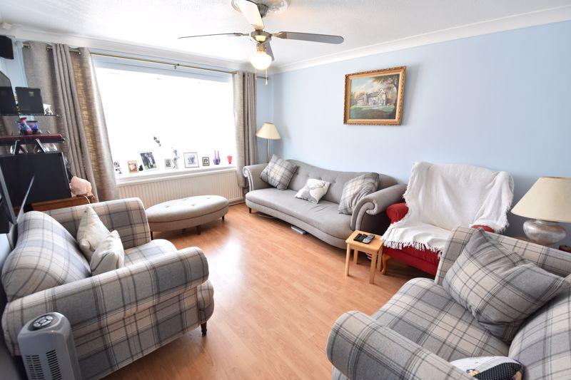 3 bedroom  to buy in Bracklesham Gardens, Luton - Photo 3