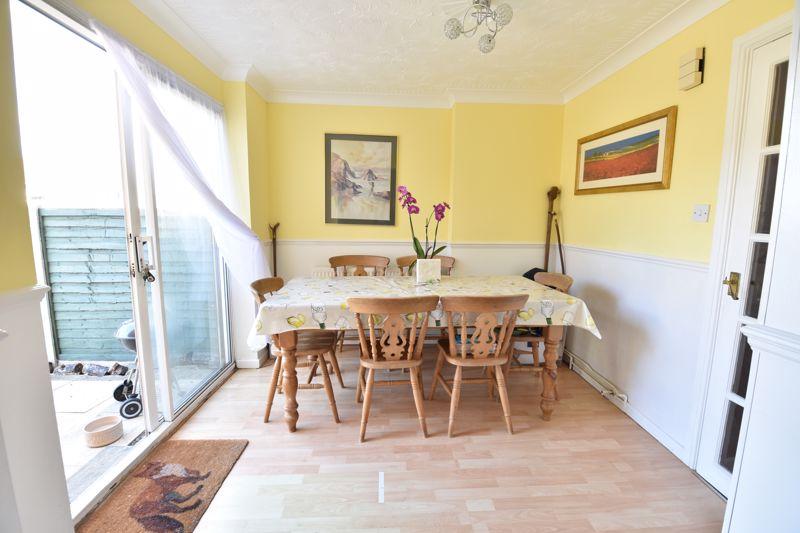 3 bedroom  to buy in Bracklesham Gardens, Luton - Photo 4