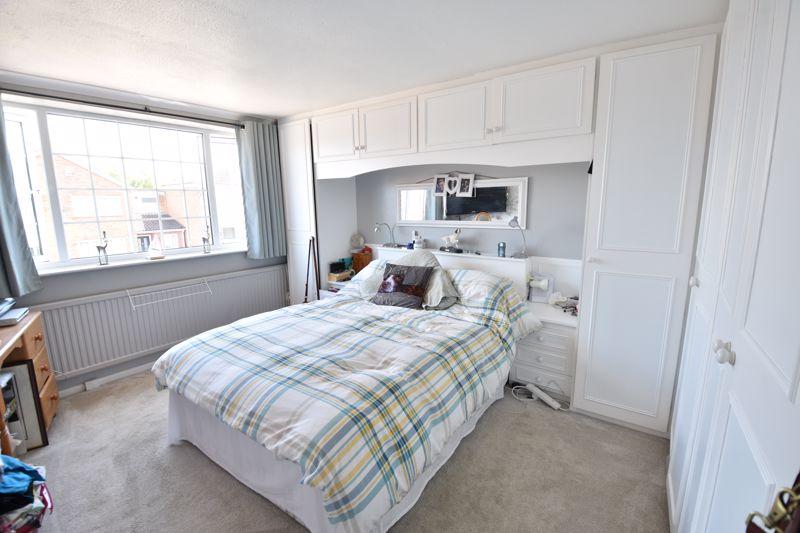 3 bedroom  to buy in Bracklesham Gardens, Luton - Photo 8