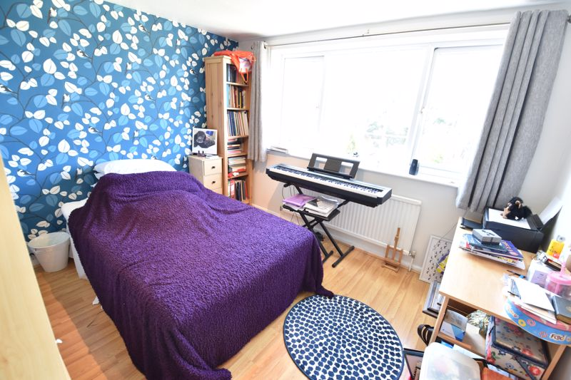 3 bedroom  to buy in Bracklesham Gardens, Luton - Photo 9