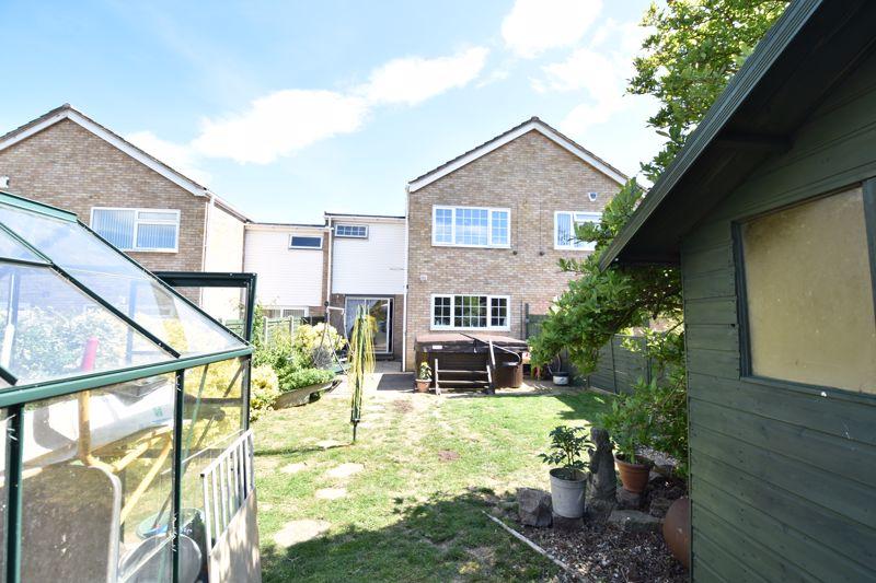 3 bedroom  to buy in Bracklesham Gardens, Luton - Photo 11