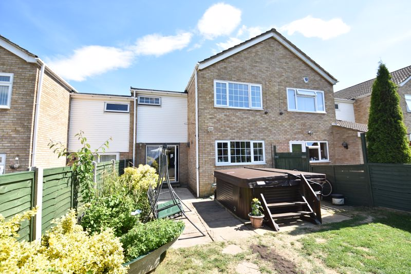 3 bedroom  to buy in Bracklesham Gardens, Luton - Photo 12