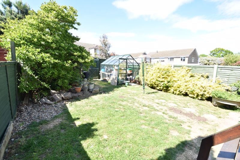 3 bedroom  to buy in Bracklesham Gardens, Luton - Photo 13