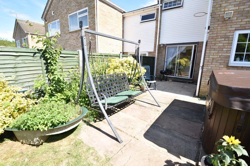 3 bedroom  to buy in Bracklesham Gardens, Luton - Photo 14