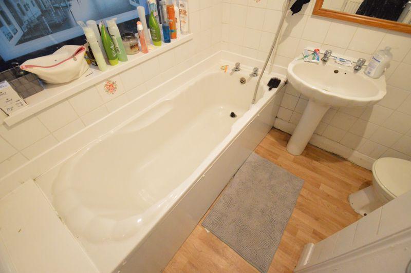 2 bedroom Flat to buy in Albert Road, Luton - Photo 11