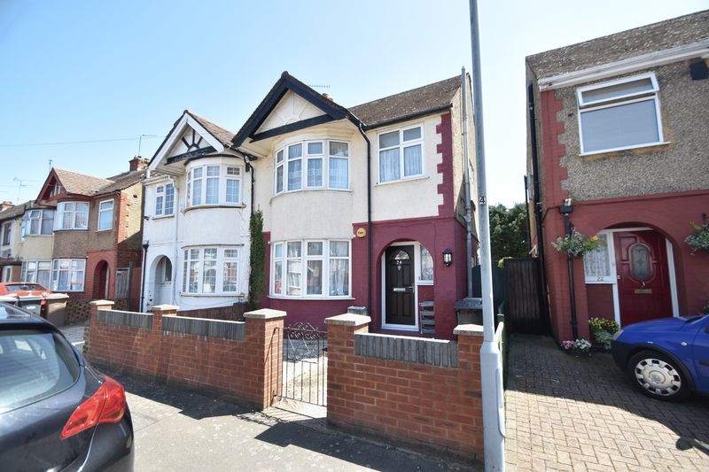 3 bedroom Semi-Detached  to buy in Runfold Avenue, Luton