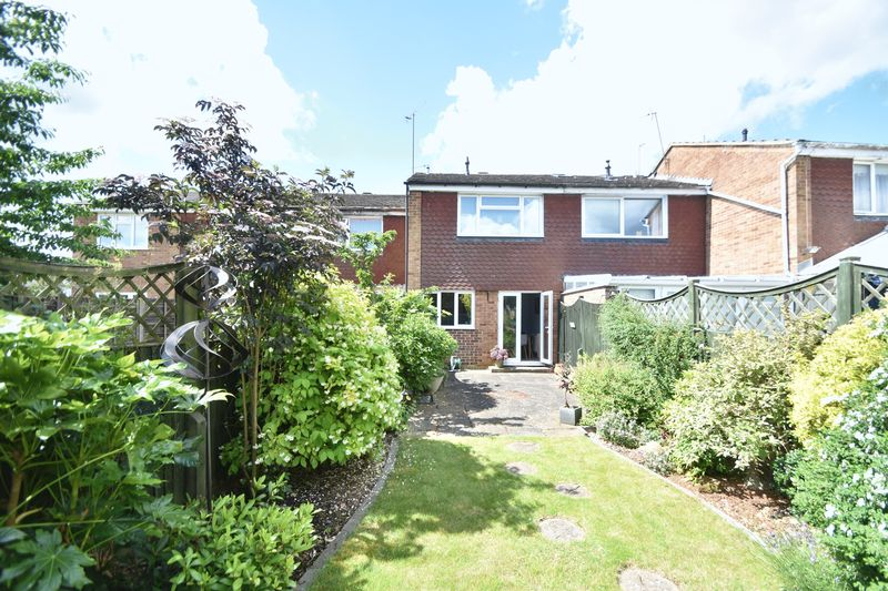 2 bedroom Mid Terrace to buy in Lancing Road, Luton