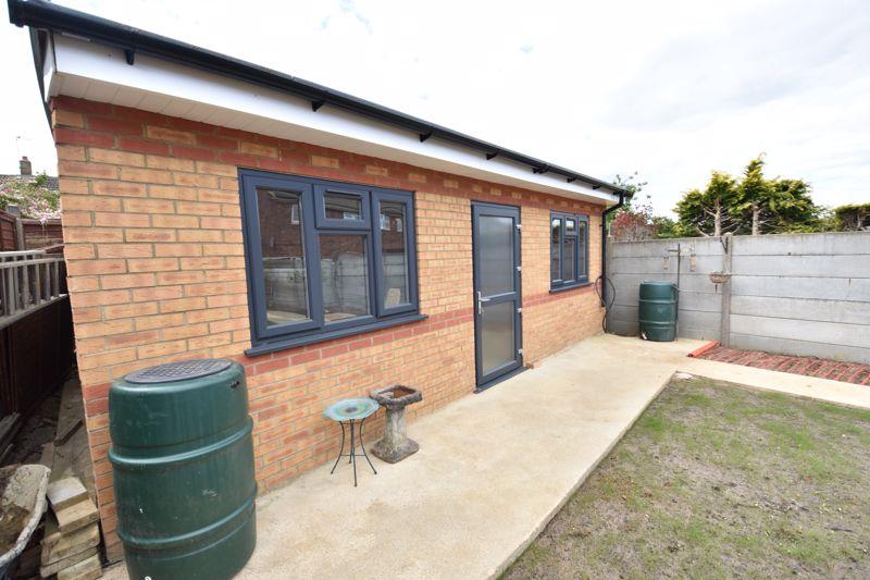3 bedroom  to buy in Carteret Road, Luton - Photo 2