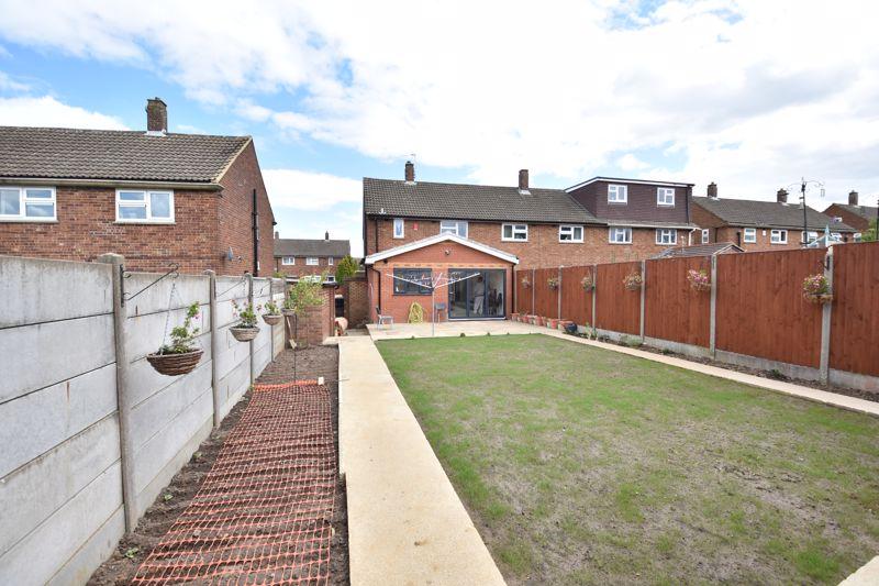 3 bedroom  to buy in Carteret Road, Luton - Photo 3