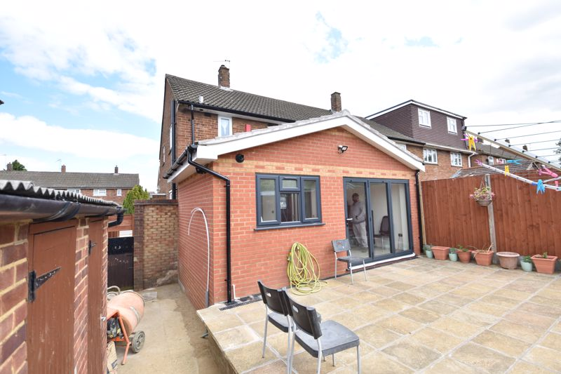 3 bedroom  to buy in Carteret Road, Luton - Photo 4