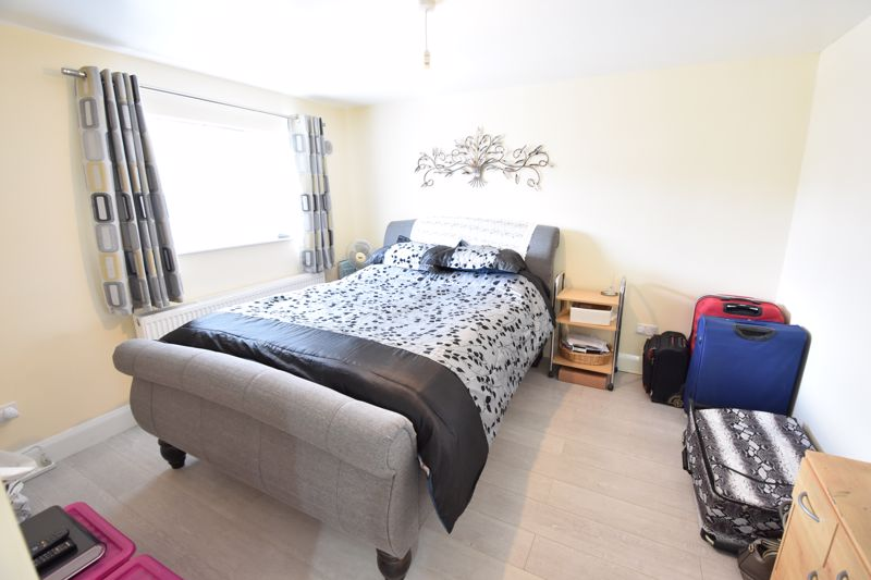 3 bedroom  to buy in Carteret Road, Luton - Photo 6