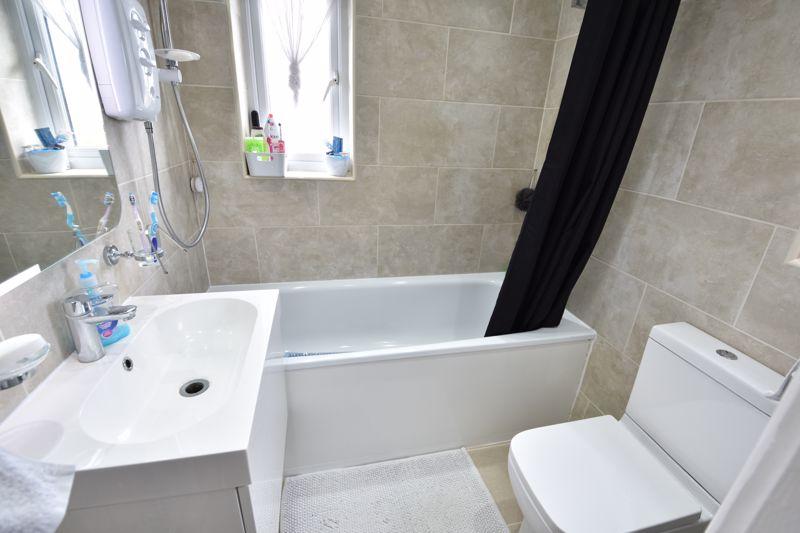 3 bedroom  to buy in Carteret Road, Luton - Photo 8