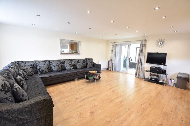 3 bedroom  to buy in Carteret Road, Luton - Photo 9