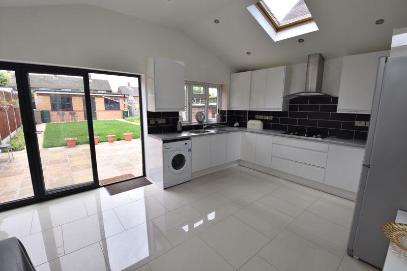 3 bedroom  to buy in Carteret Road, Luton - Photo 13