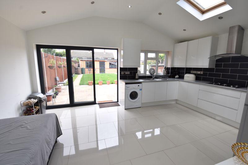 3 bedroom  to buy in Carteret Road, Luton - Photo 14