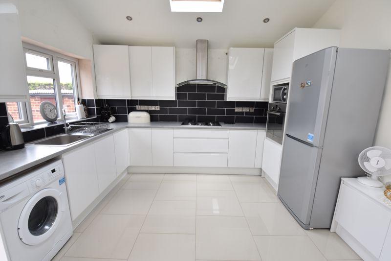 3 bedroom  to buy in Carteret Road, Luton - Photo 15