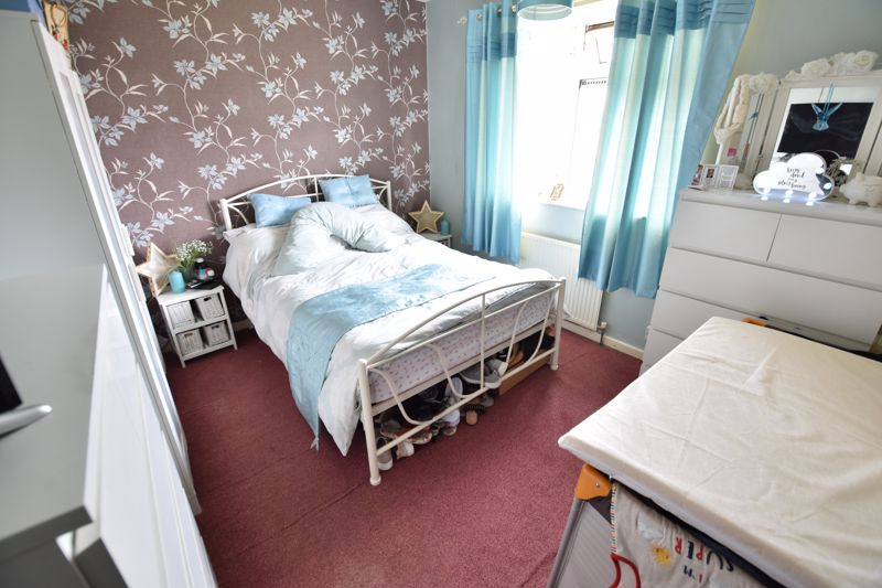 3 bedroom End Terrace to buy in Castlecroft Road, Luton - Photo 6